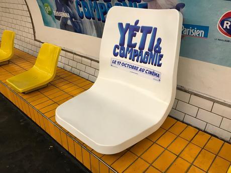 Des sièges géants installés dans le métro pour «Yéti & Compagnie»