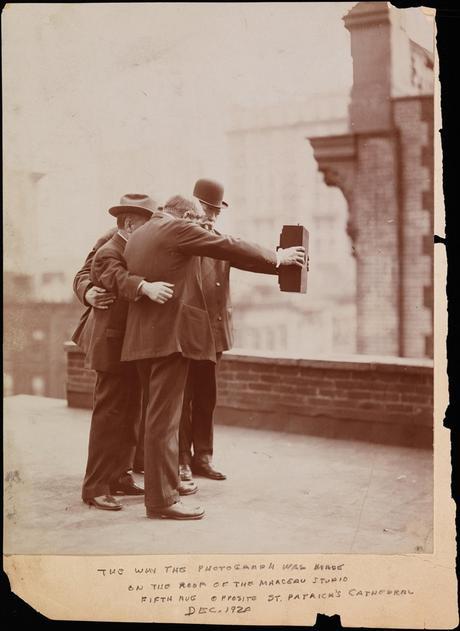 L'invention du selfie par le facétieux Byron