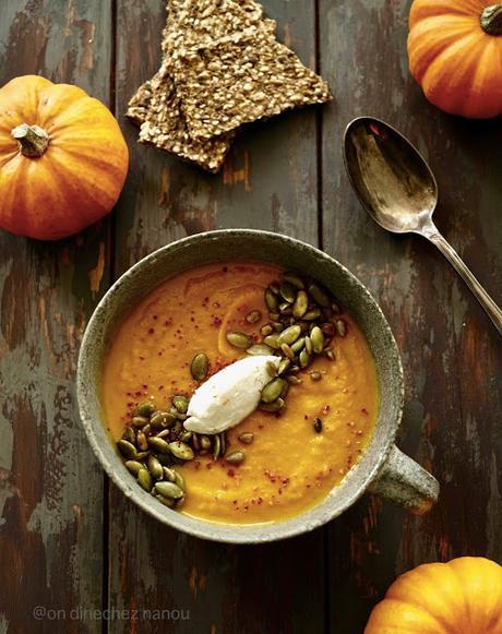 Soupe de légumes d'automne rôtis