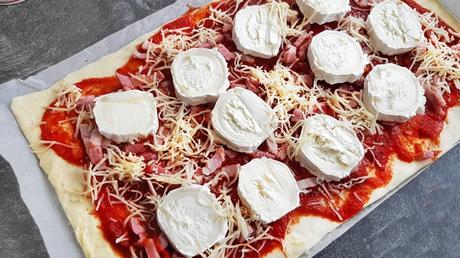 Pizza chèvre/lardons  recette facile & à petit prix (-5€) !