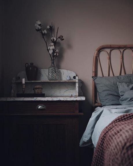 la-maison-boheme-delin-wallin-chambre-avec-lit-en-rotin