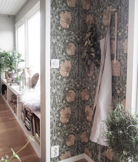 la-maison-boheme-delin-wallin-papier-peint-fleuri