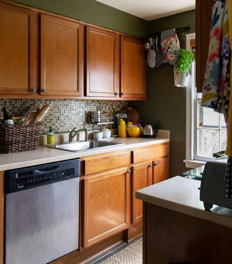 appartement minimaliste vert kaki meubles bois inox clemaroundthecorner blog deco