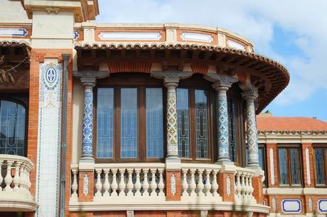 espagne saragosse art nouveau modernisme kiosque avenida catalunya