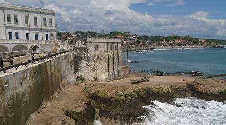 Le château de Cape Coast au Ghana, comptoir sophistiqué d'esclaves