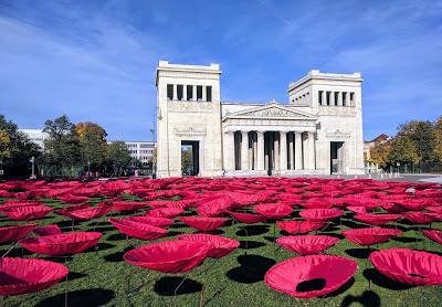 Les champs de coquelicots de la Königsplatz de Munich. Nouvelles photos.