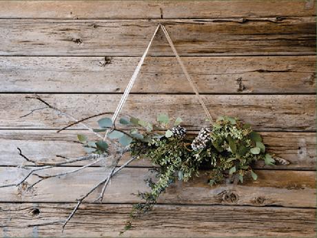 Comment fabriquer une jolie couronne de Noël très nature ? Réponse en image sur @decorush - www.decocrush.fr