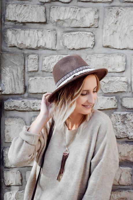 Chapeau x jupe à carreaux