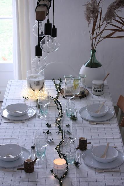 Une jolie table de Noël avec les guirlandes Dreamday Paris