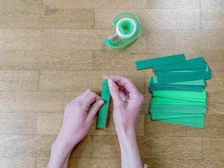 bricolage de noel etape 6 scotch papier vert petal
