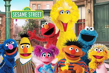 Anne Hathaway en vedette du live-action Sesame Street signé Jonathan Krisel ?