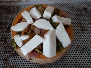 Butternut farcie au chou kale, bacon et mozzarella.