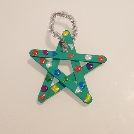 Création de décorations de Noël avec les enfants