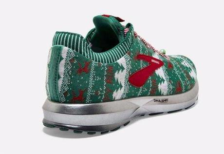 Brooks lance des sneakers moches de Noël