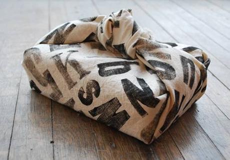 Vite, empaquetez vos cadeaux! 10 idées pour recouvrir des cadeaux avec du tissu
