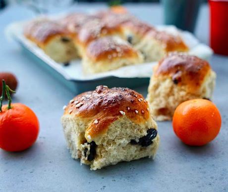 Brioches  aux raisins ou rosinboller  pour le petit déjeuner