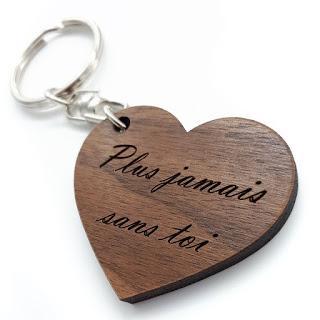 Vos porte-clés gravés de vos messages, forme cœur Command...