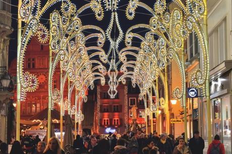 Les arches lumineuses de la rue Mercière à Mulhouse © French Moments
