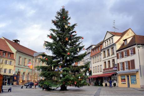Place de l'Hôtel de Ville à Molsheim © French Moments