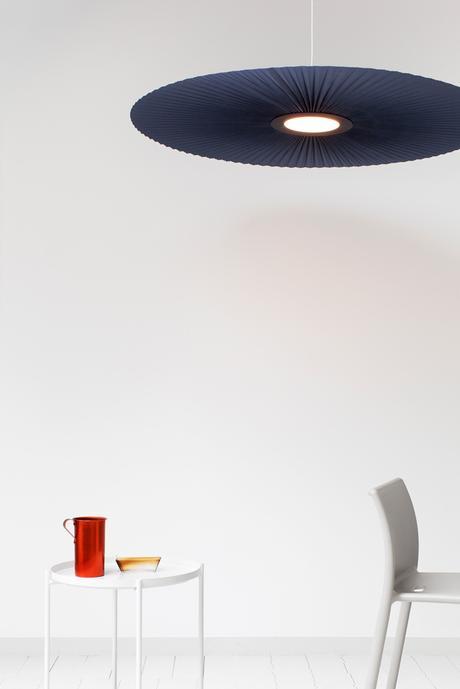 design suspension géante carmen harto salon blanc sur blanc - blog déco - Clem Around The Corner