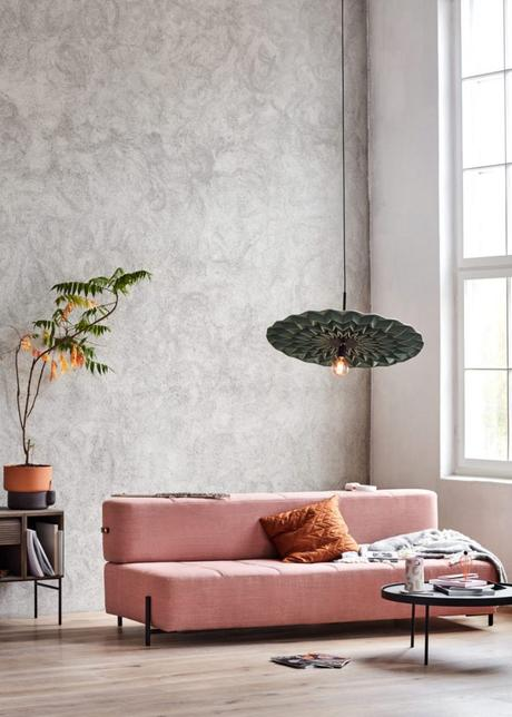 design suspension géante fold northern salon canapé rose - blog déco - Clem Around The Corner