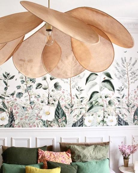 design suspension géante pale Georges store papier peint floral chambre soubassement vert - blog déco - Clem Around The Corner