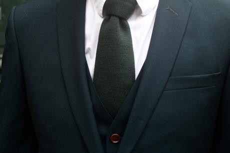 blog-mode-homme-style-elegant-masculin-costume-sur-mesure-vert-samson-bordeaux-paris-qualite-prix-pas-cher-gant-cuir-france-double-bracelet-hermes-complet-trois-pieces-3-smart-dandy-classe-mariage-cravate-berluti-laine-tressee-mocassins-louis-vuitton-pantalon-ourlet-poche-cavalier