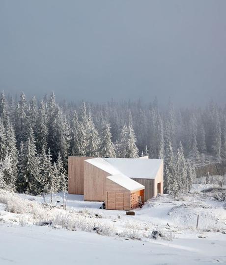 chalet design en norvège bas forêt arbres bois clair neige oslo-annexe blog déco clem around the corner