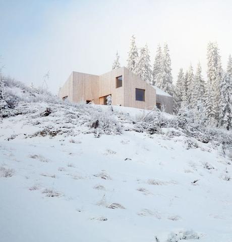 chalet design en norvège neige forêt vallées paysage bois clair blog déco clem around the corner