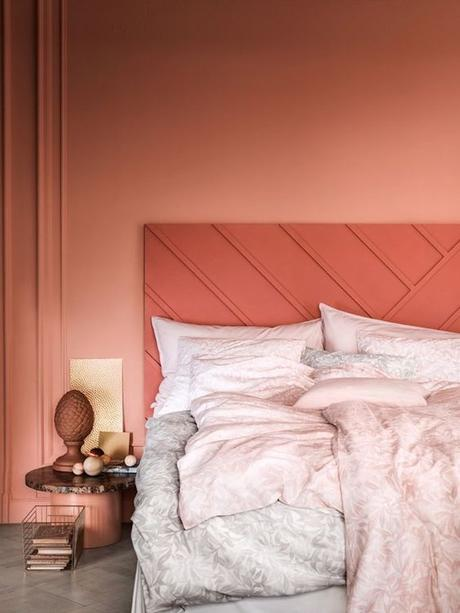 couleur de l'année pantone 2019 chambre lit original draps corail rouge terracotta blog déco clem around the corner