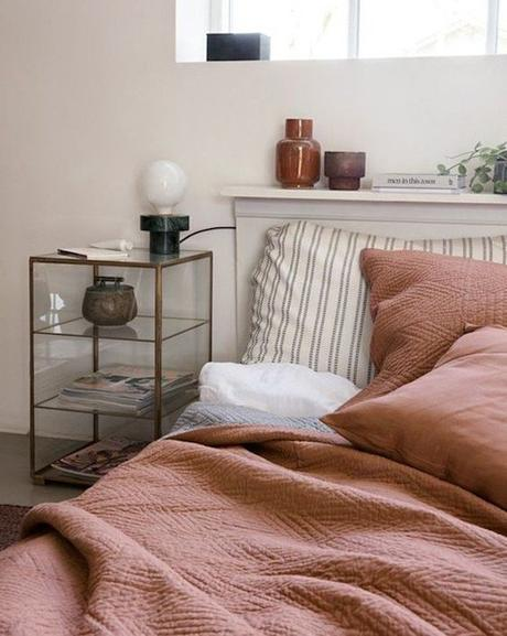 couleur terracotta lit couverture orange marron blog déco clem around the corner
