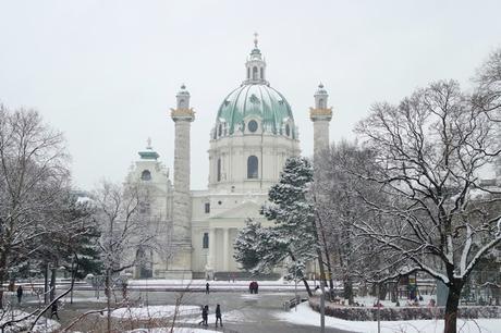 vienne hiver neige karlsplatz karlskirche