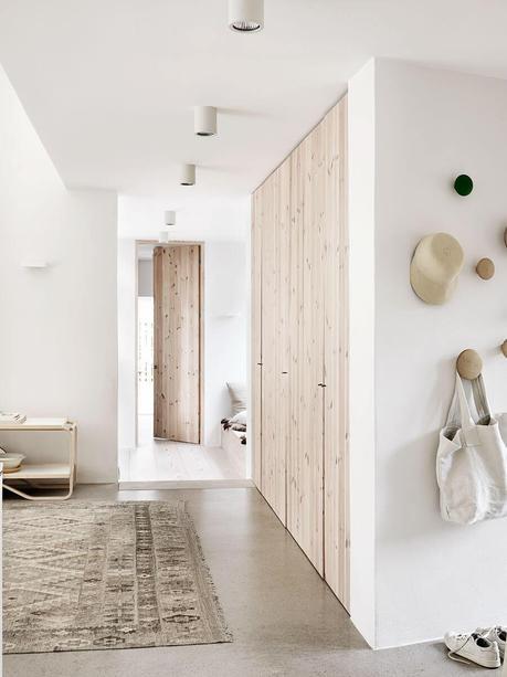 Idées déco pour une ambiance scandinave très chic dans le couloir sur @decocrush - www.decocrush.fr