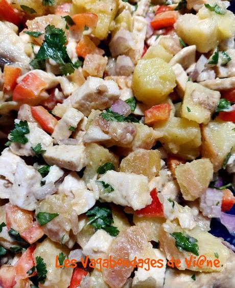 Salade de pommes de terre, poulet, ananas.....