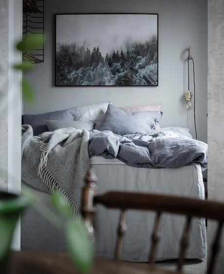 déco en noir et blanc chambre chaise bois blog déco clem around the corner