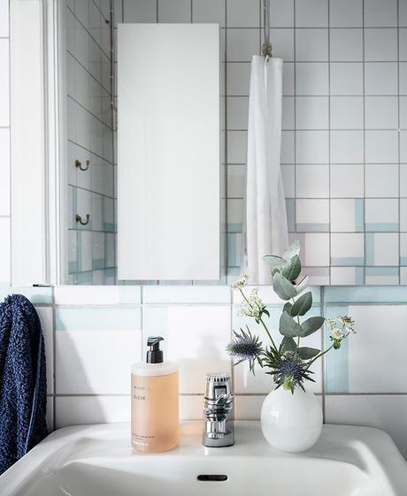 déco en noir et blanc salle de bain lavabo blog déco clem around the corner