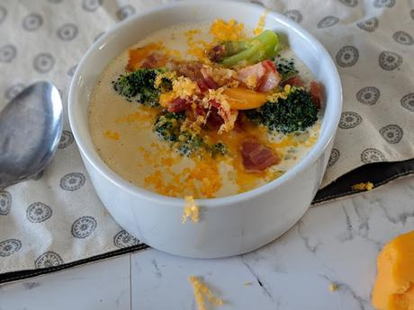 Soupe au Cheddar Brocoli et Bacon (Elle est cétogène en prime)