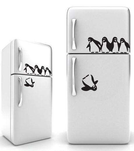 customiser le frigo avec du masking tape autocollant pingouin blog création déco clem around the corner