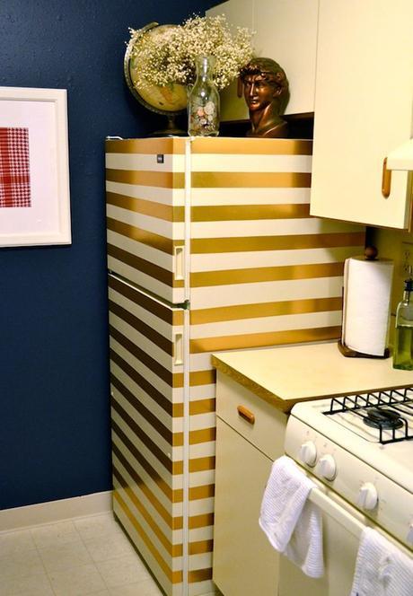 customiser son frigo blanc avec du masking tape doré rayure or blog création déco clemaroundthecorner