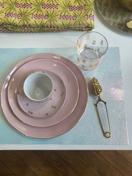 monoprix déco 2019 printemps été assiette rose tasse thé set de table holographique blog déco clem around the corner