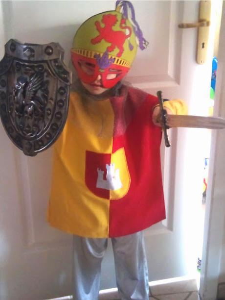 Fabriquer un déguisement de chevalier du Moyen-âge pour enfant, tuto, vidéo