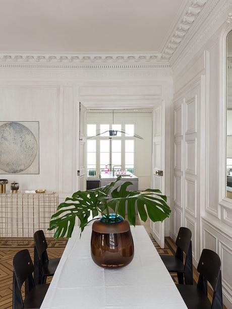 salle à manger monstera pied-à-terre parisien - blog déco - Clem Around The Corner