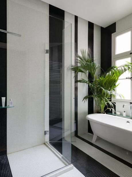 douche italienne noire et blanche pied-à-terre parisien - blog déco - Clem Around The Corner