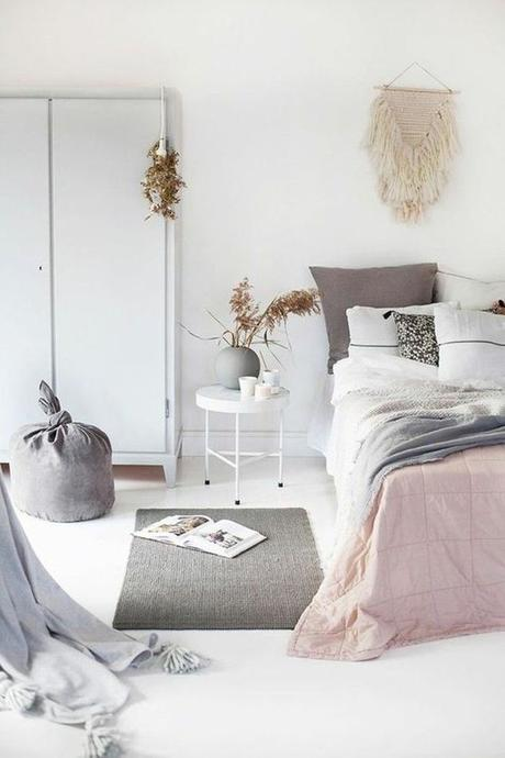 aménagement chambre à coucher feng shui chambre épurée tendance pastel -blog déco- clem around the corner