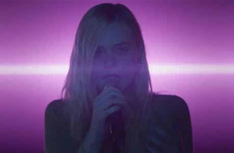 Première bande annonce teaser VOST pour Teen Spirit de Max Minghella