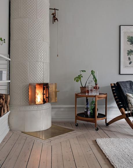 appartement suédois salon poêle feu blanc - blog déco - clem around the corner