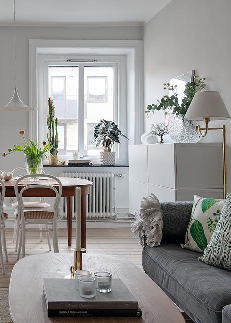 appartement suédois salon lumineux blanc table - blog déco - clem around the corner