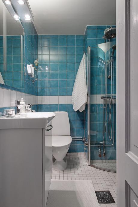appartement suédois salle de bain bleu - blog déco - clem around the corner