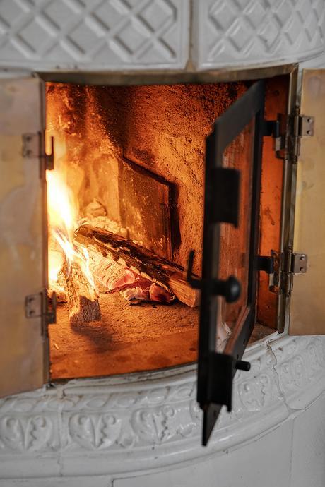appartement suédois poêle feu bois - blog déco - clem around the corner