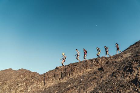 Rencontre avec Floriane, qui a traversé le désert de Dubaï à Oman en courant au sein d'une équipe 100% féminine